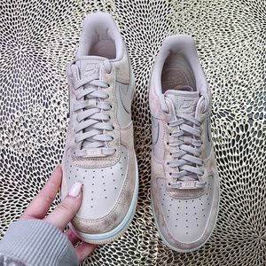 Nike Shoes - NWT W Nike Air Force 1 '07 PRM